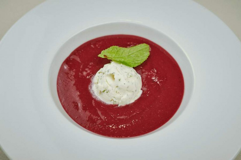 Малиновый суп с лаймовым мороженым 300/40г