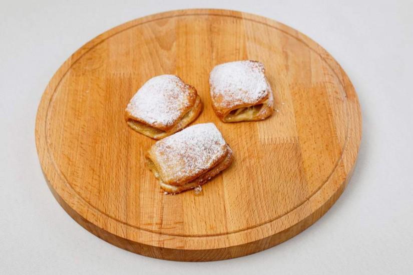 Пирожок слоеный с яблоками 40г