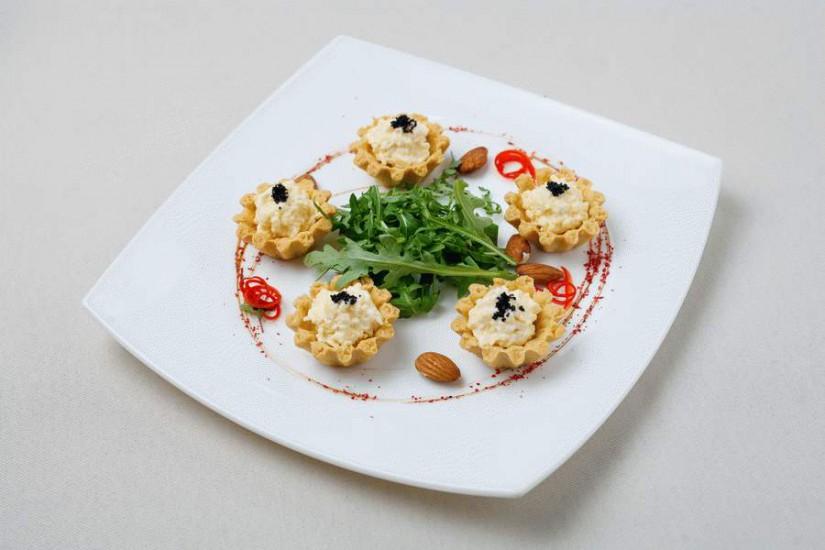 Тарталетка с сыром и икрой масаго 30г