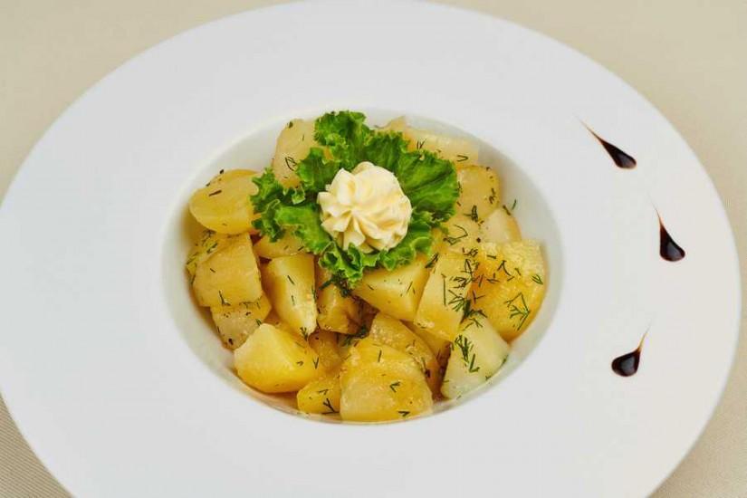 Картофель отварной с зеленью и маслом 150 г