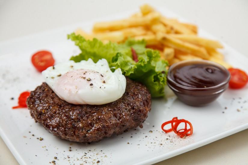Бифштекс из мраморной говядины с яйцом пашот 150/150/30г
