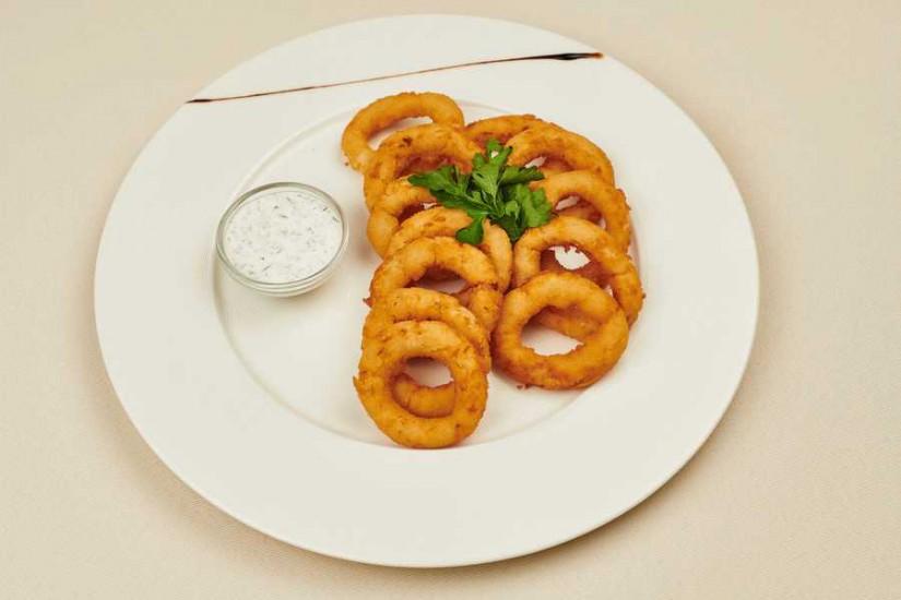 Кольца кальмара в пивном кляре с соусом чили-барбекю 150/30 г