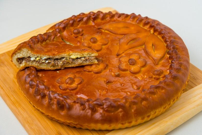 Пирог мясной с луком и яйцом 1кг