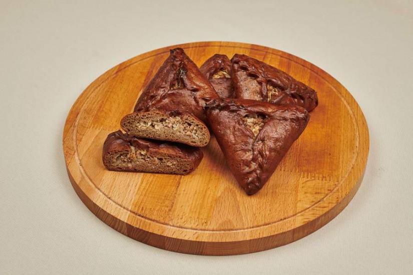 Пирожок ржаной с мясом и капустой 80г