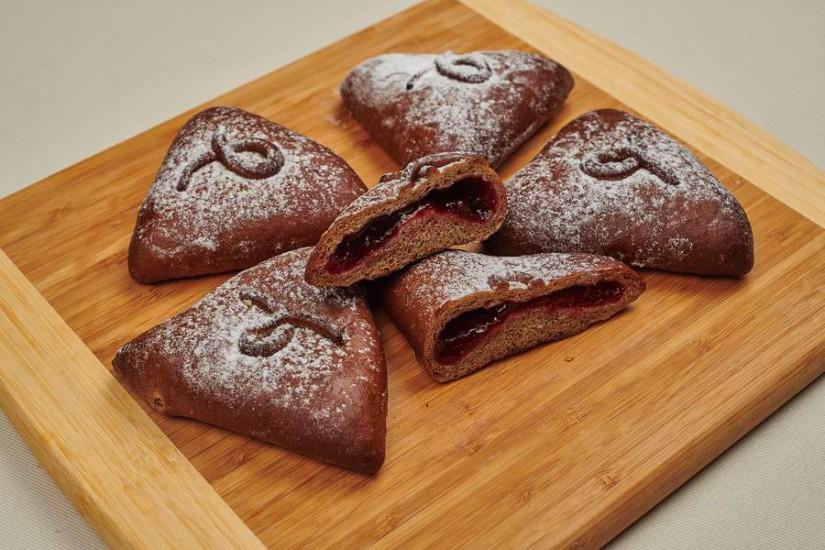 Пирожок ржаной с брусничным джемом 80г